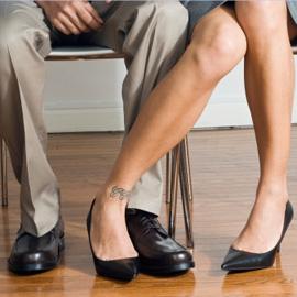 Linguaggio del corpo flirtare i piedi