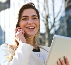 donna_sorride_atterggiamento_ottimista