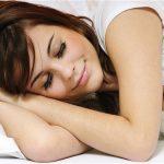 Dormire così rende il cervello più efficiente