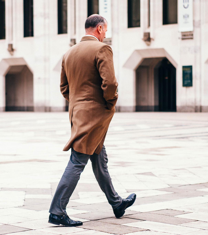 camminare lento é segno di invecchiamento del cervello